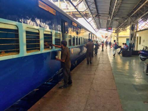 Vlak v stanici Ágra