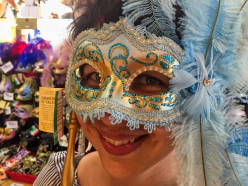Martinka v maske