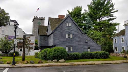 Čarodejnícky dom, Salem