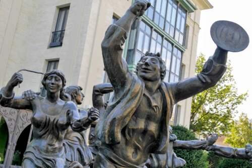 Tancujúce sochy, Tbilisi, Gruzínsko