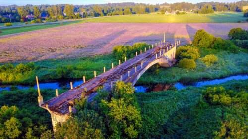 Most do nikam, Lotyšsko