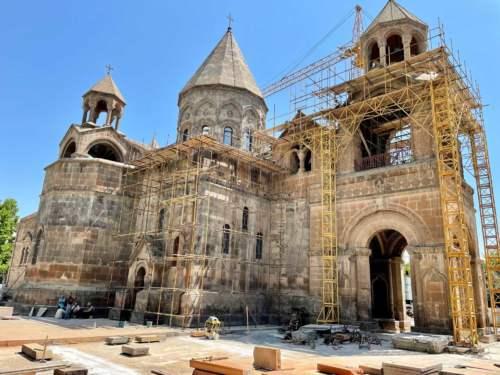 Ečmiadzinská katedrála
